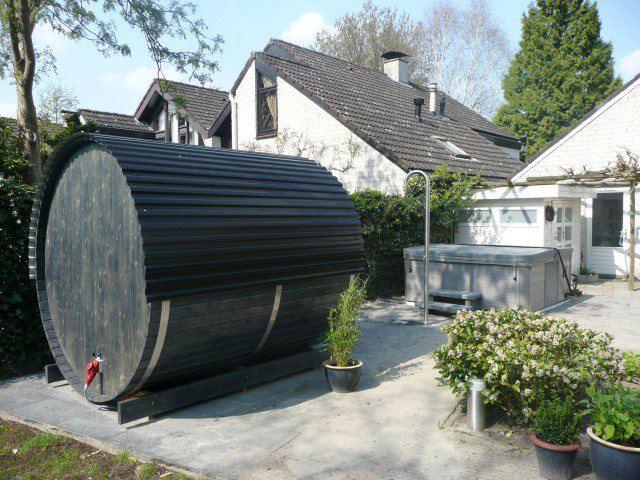 Barrel sauna met Jacuzzi