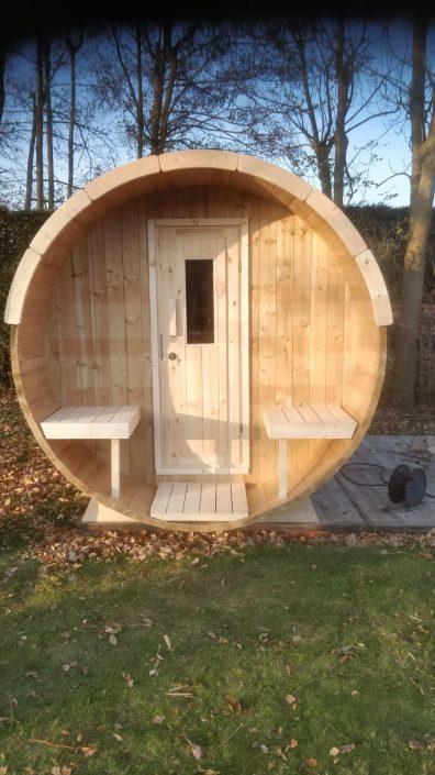 Barrel sauna in knotty uitvoering met dak